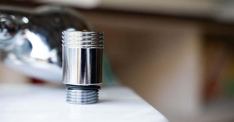 手持ちのシャワーにつけるだけ。おうち美容をアップデートする「マイクロファインバブルアダプター」を使ってみた