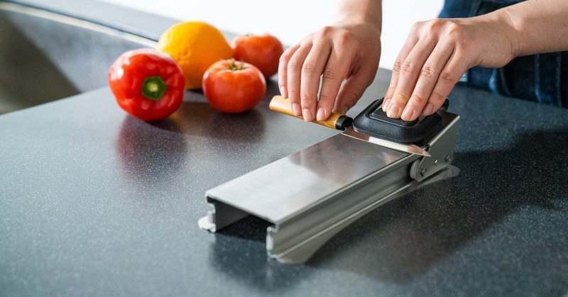 世界中の誰もが簡単に包丁を研げるように…キッチンに革命を起こしてきたプリンス工業のものづくり